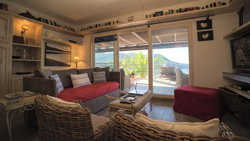 Villa delfi locazione appartamenti all 39 isola del giglio for Appartamenti arredati