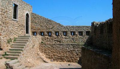 Isola del Giglio Castello Entrata