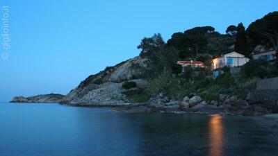 Spiaggia dell'Arenella di Sera con Villa, Isola del Giglio