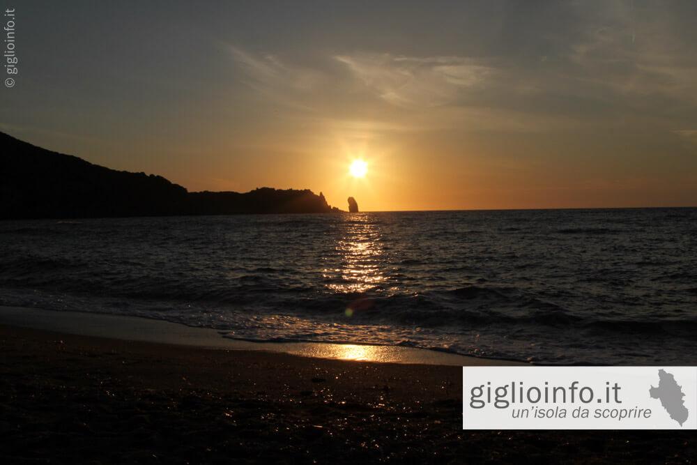 Tramonto Spiaggia del Campese con Faraglione