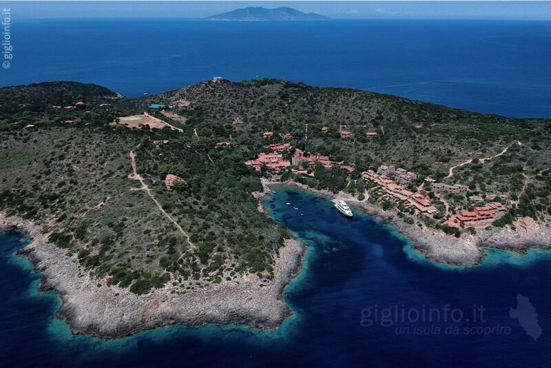 Vista Aerea dell'Isola di Giannutri con Giglio
