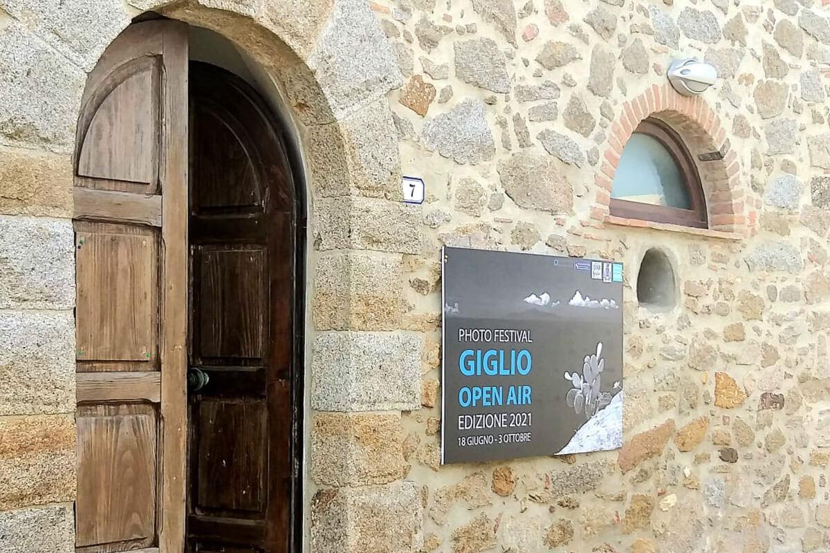 Giglio Castello Lombi con Locandina